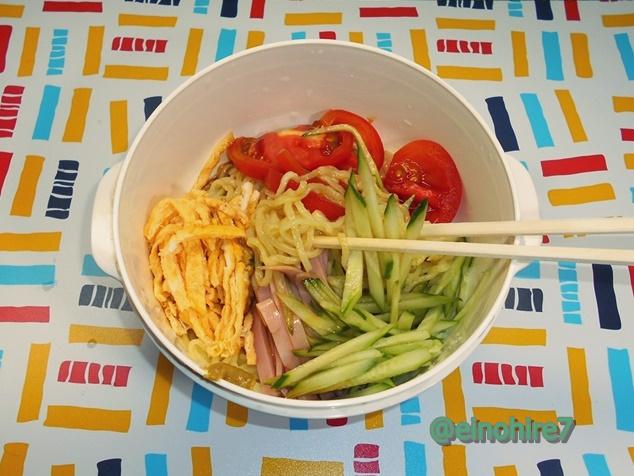 ダイソーの「レンジでラーメン」で作る簡単冷やし中華はコスパ最高